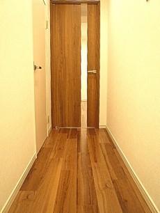 グリーンキャピタル広尾 広々リビングに続く廊下です。
