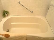 浴室 ゆったりとした浴槽