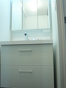 ホワイトな洗面化粧台です。