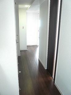 玄関左側の廊下です。