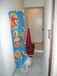 シャンボール柿の木坂 大理石貼りの玄関です。