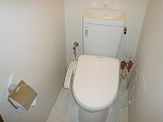 シャンボール柿の木坂 ウォシュレット付トイレです。