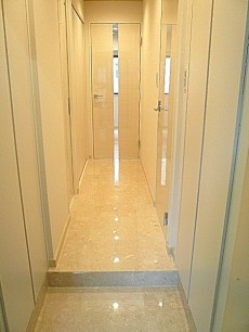 マンションフロイント麻布 高級感ある廊下です。