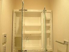 マンションフロイント麻布 洗面化粧台 収納です。