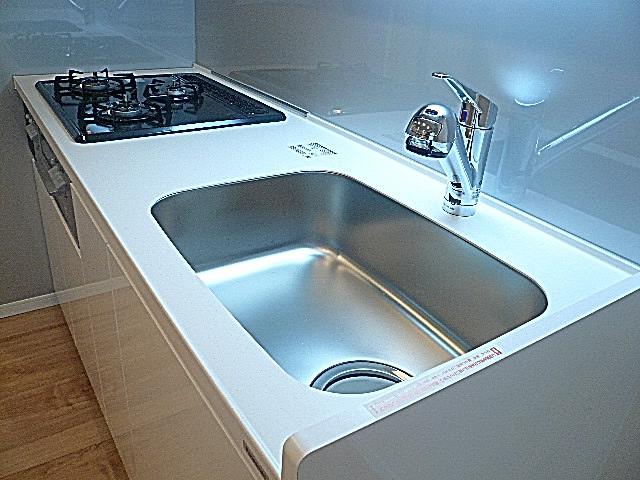 マンションフロイント麻布 浄水器一体型水栓付きキッチン♪
