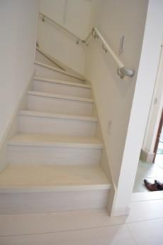 階段 下から