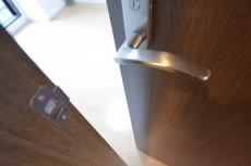 ミサワホームズ東大井 洋室の扉