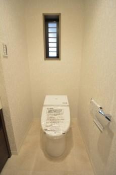 タウンシップ尾山台 ウォシュレット付きのトイレ