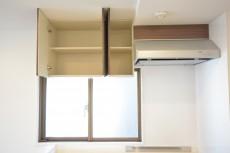 浜町グランドハイツ キッチン横には窓もあります。