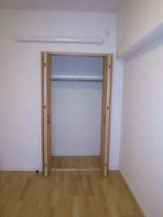 洋室(約5.1帖) 収納