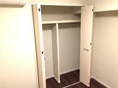 クレール三田 洋室約4帖収納