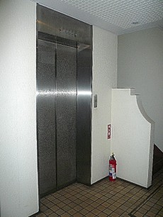 藤和青葉台コープ エレベーターです。