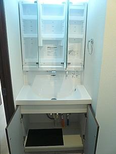 藤和青葉台コープ 洗面化粧台 収納。