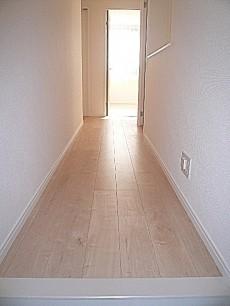 無垢の廊下はソフトな雰囲気。