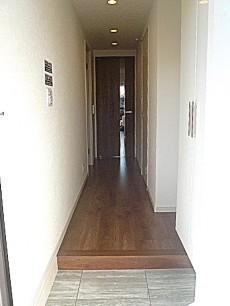 フローレンスパレス多摩川 白いクロスの明るい廊下です。