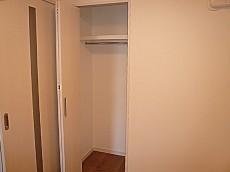 フローレンスパレス多摩川 洋室4.0帖のクローゼットです。