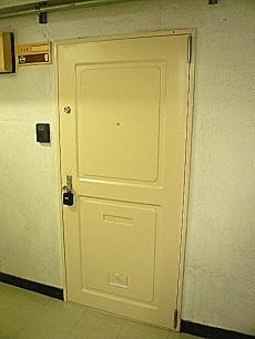 クリーム色の玄関です。