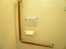 トイレ L字の手すり。