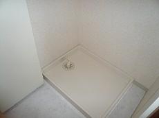 収納棚付き 洗濯機置き場です。