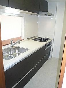 浄水器付きシステムキッチン。