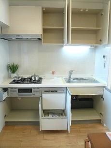 田園調布サニーハイツ 食器洗浄機付きシステムキッチン。