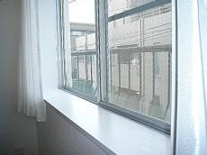 洋室5.0帖 出窓。