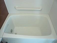 手すり付き 浴槽。