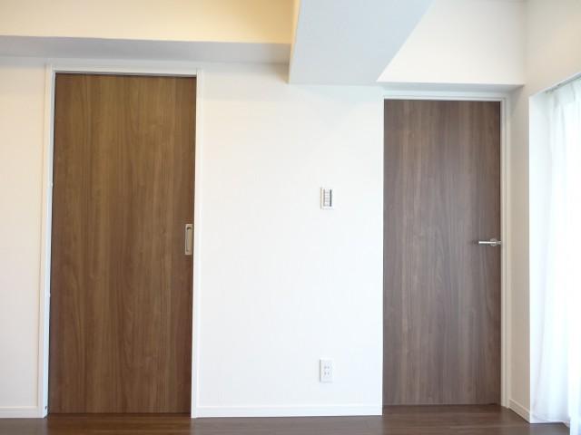 リビング内にある洋室の扉
