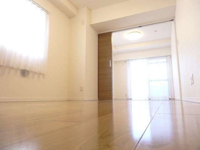 DKと洋室をつなげて一体感のある空間に♪