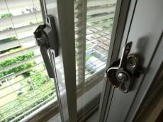 シャルマンコーポ第2芦花公園 シューズインクロークの窓