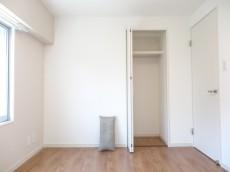 シャルマンコーポ第2芦花公園 約5.0畳の洋室のクローゼット