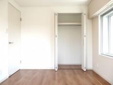 シャルマンコーポ第2芦花公園 約5.7畳の洋室のクローゼット
