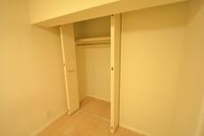 月島四丁目住宅 洋室1収納
