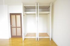 約9.0畳の洋室の収納