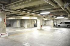 シャンボール常盤松 地下駐車場