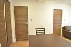 セイワパラシオン笹塚 洗面室と洋室の扉