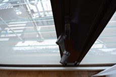 グランデュール千歳烏山 洋室1 ルーパー窓