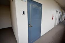 プラザ六番館 玄関扉