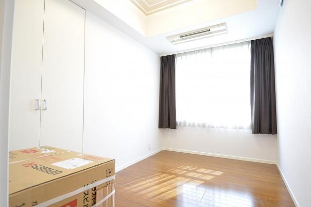 レジオン白金クロス 約5.0畳の洋室