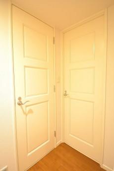 レジオン白金クロス トイレと洗面室の扉