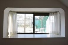 ライオンズマンション中野第2  洋室出窓
