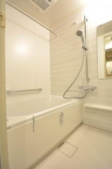 上馬ハイデンス 清潔感のあるバスルーム
