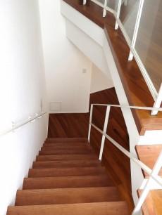 グラントレゾール広尾 階段下り