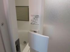 ヴェルビュ新中野 バスルームのドアはチャイルドロック付