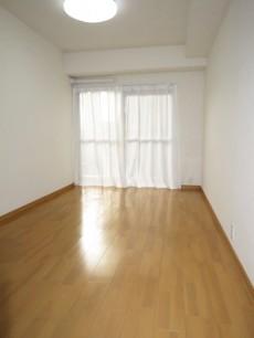メゾンドール本郷 約5.4帖の洋室