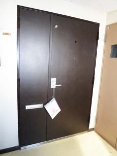 ダークブラウンの玄関ドア