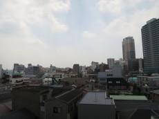 ビッグ武蔵野池袋 約6.1帖の洋室 出窓からの眺望602