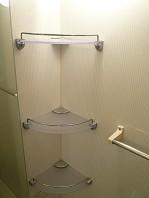 浴室 3つのトレイ。