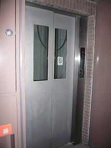 エクセルシオール麻布 エレベーターです。