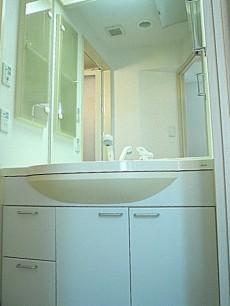 エクセルシオール麻布 洗面化粧台です。